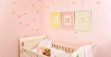 Что повесить на стену над детской кроваткой?