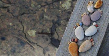Поделки из морских камушков