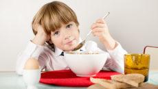 Завтрак  для первоклассника: чем накормить ребенка утром?