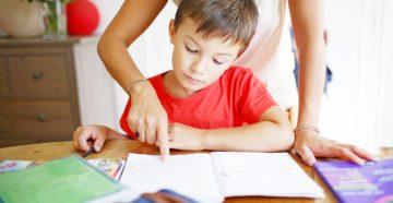Три причины не помогать ребенку делать «домашку»
