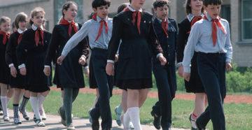 Школьная форма в СССР: вспомним, какой она была?