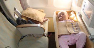 9 вещей, необходимых ребенку в самолете